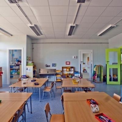 Aplicar resina epoxi en centros escolares