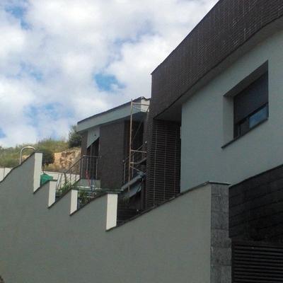 Cotizaci n para pintar la fachada de una casa habitissimo for Casas pintadas de gris