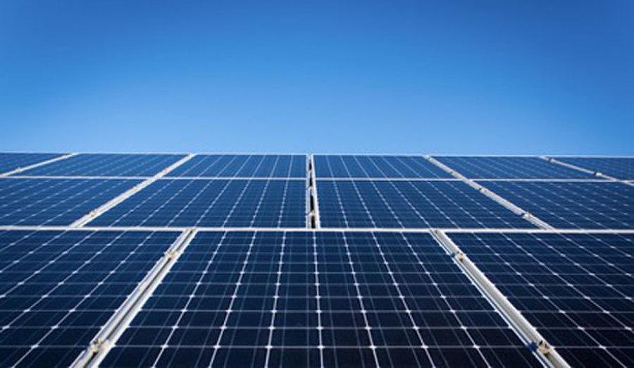 Mantenimiento de paneles solares híbridos