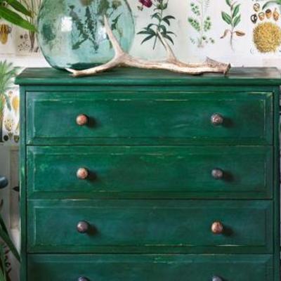Mueble pintado envejecido
