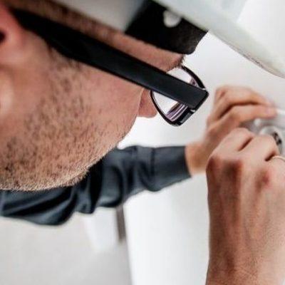 Revisar y mantener de manera adecuada una instalación eléc