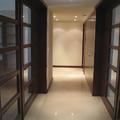 Puertas y closet blancos