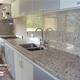 Hermosa cocina con encimera en Granito natural Blanco dallas!