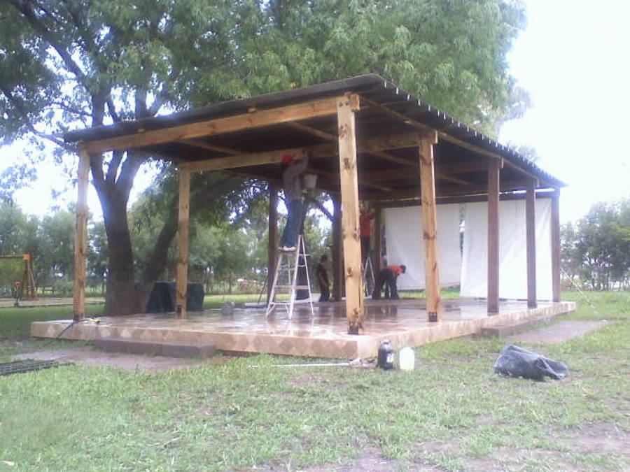 Foto terraza pergolada de madera en casa de campo nuevo for Terrazas de madera para casas