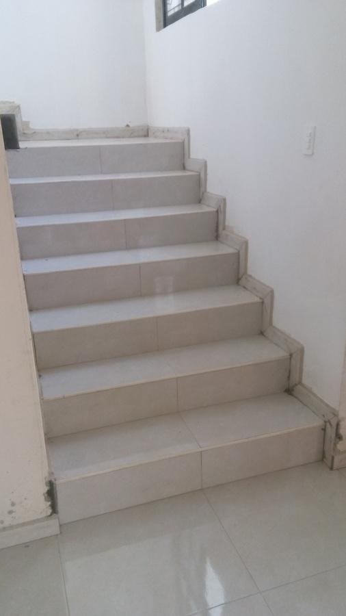 Foto Escalera Con Recubrimiento Cer 225 Mica Porcelanato