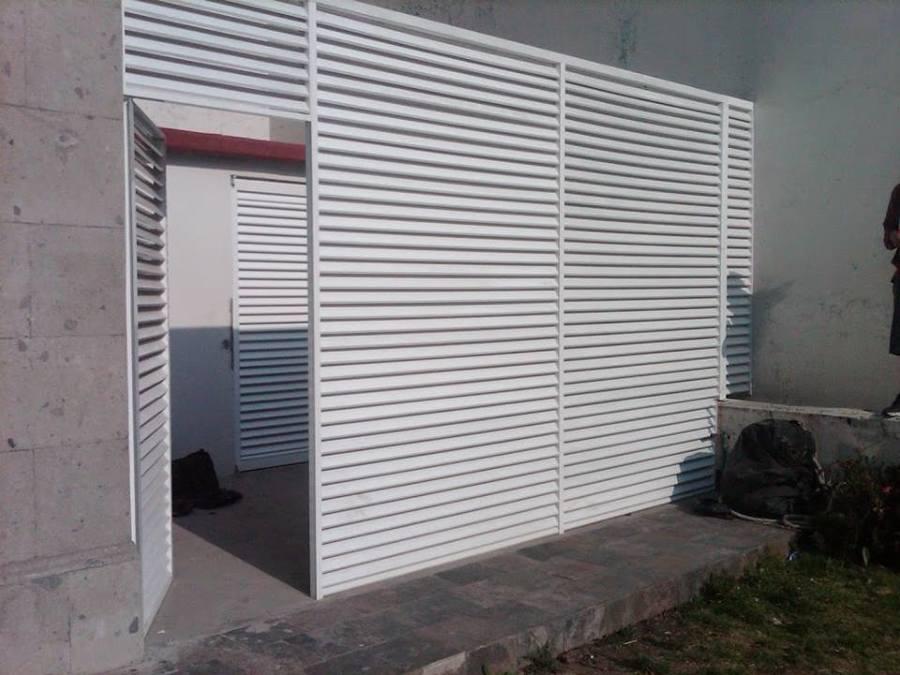 Foto puerta cuarto de maquinas de cristalinea 199177 for Puertas de aluminio para cuartos