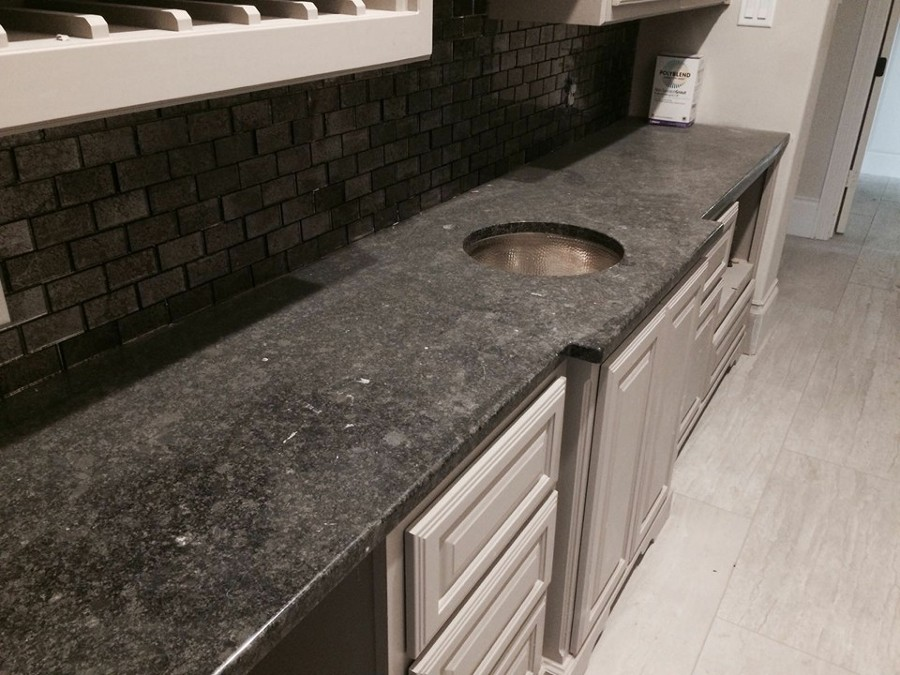 Foto cocina en granito de fine natural stone 160994 for Cocinas en granito natural