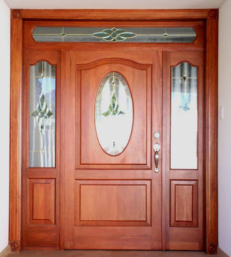 Foto puerta cedro con vitral de muebles sobre dise o for Disenos de puertas en madera y vidrio