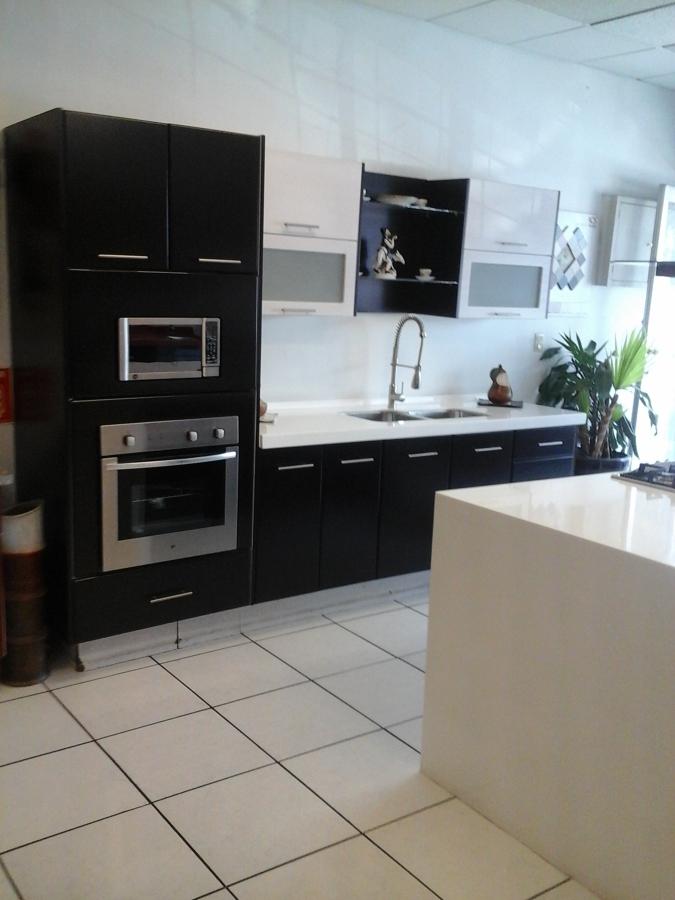 Foto cocina en laca mate de cocinas cocinas y algo m s for Cocinas cocinas y algo mas