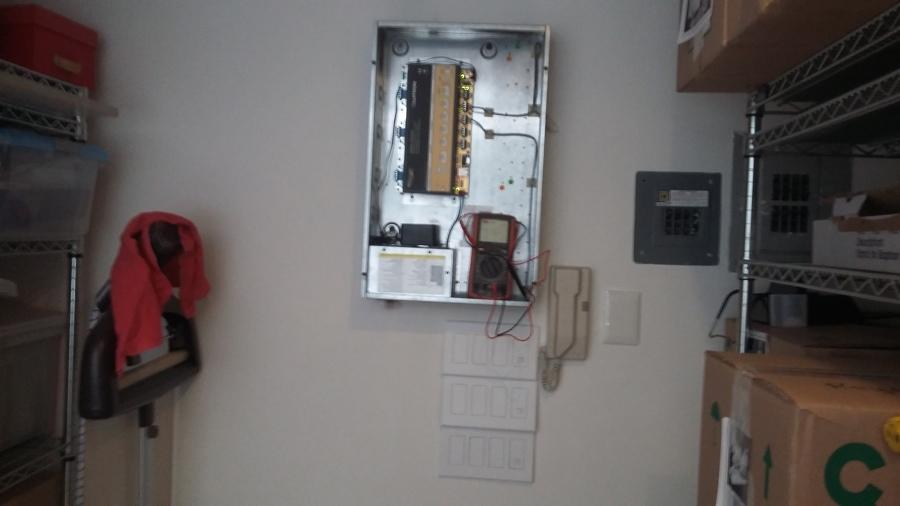 Foto mantenimiento correctivo de control de iluminac on for Control de iluminacion domotica