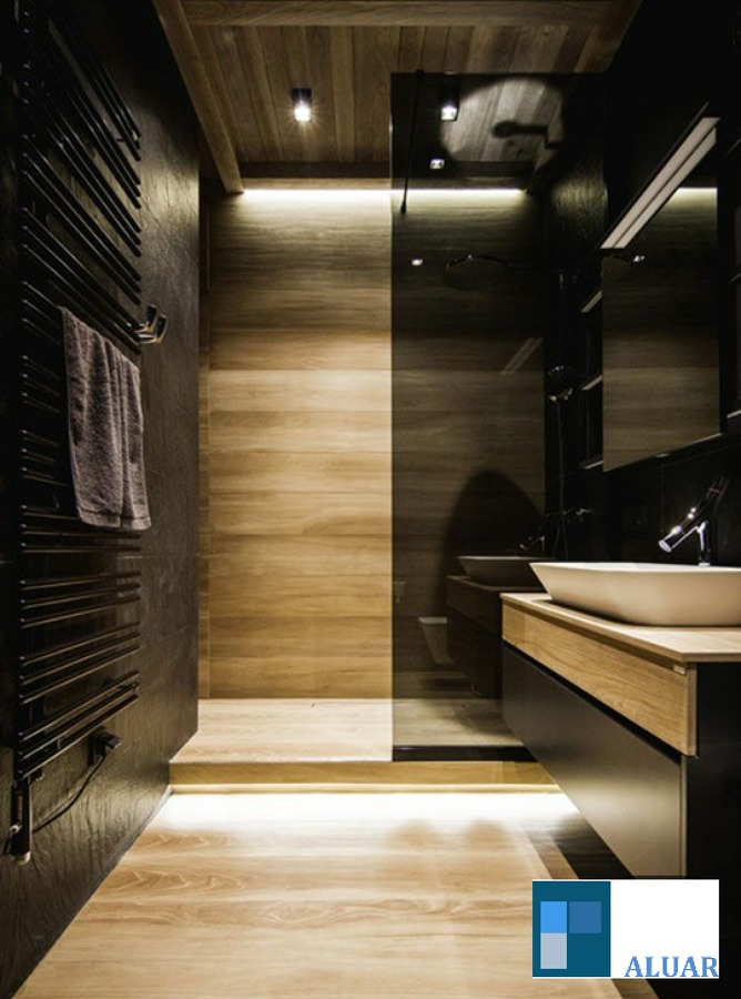 División de vidrio templado negro para baño