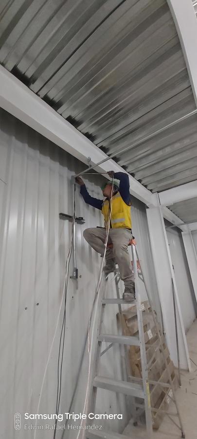 Instalación de líneas de luz