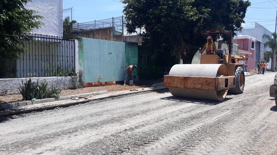 Compactacion de base, calle Ahuacatlan , Huentitan Jal.