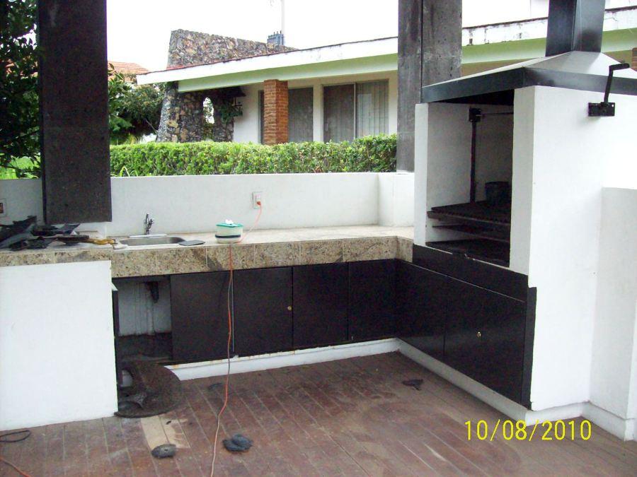 Foto asador y barra terraza de construcciones y for Barras para exterior jardin