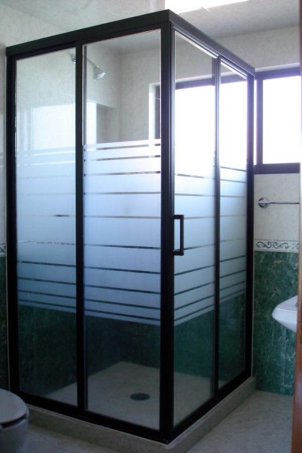 Foto cancel de ba o de aluminio decorativo habitacional for Toalleros para bano modernos