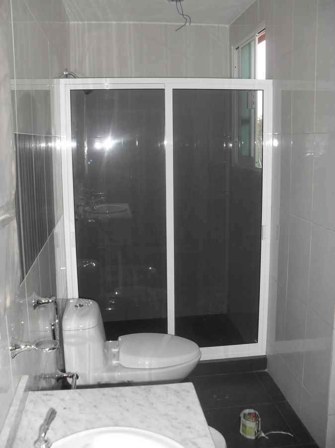 Foto canceles templados de eral vidrio y aluminio 54059 for Canceles de bano templados
