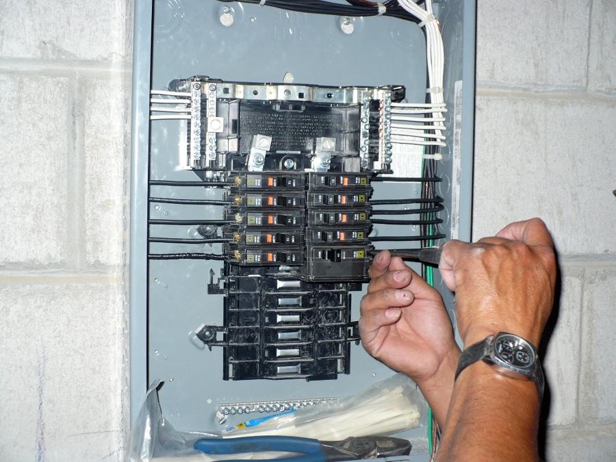 Foto: Centro de Carga de Electricistas En Corto #7019 - Habitissimo