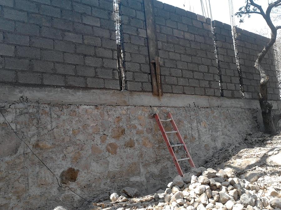 Foto Cimiento De Mamposter 237 A Y Muro Colindante De