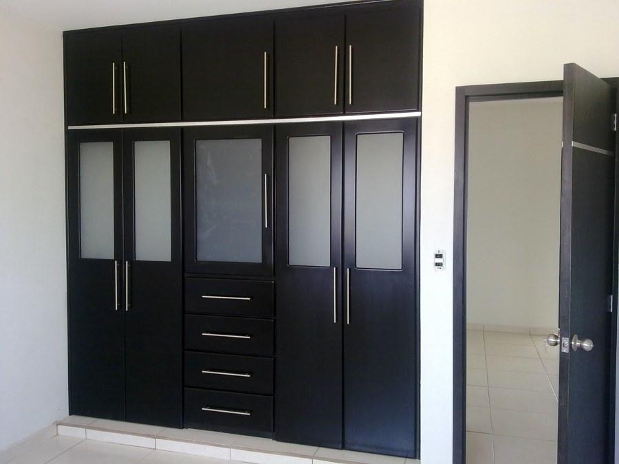 Foto closets de todo en madera san martin 26738 for Closet para recamaras modernas