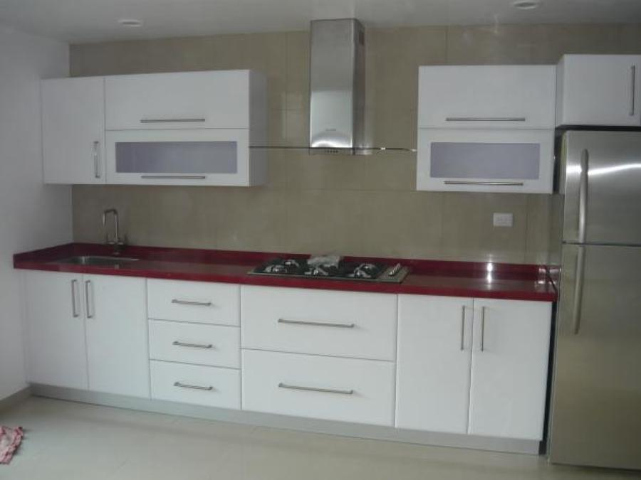 Foto cocina alto brillo blanca de cocinas y closets del - Cocinas blancas brillo ...