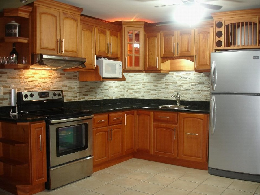 Foto cocina integral en color natural de carpinteria ruiz for Cocina integral