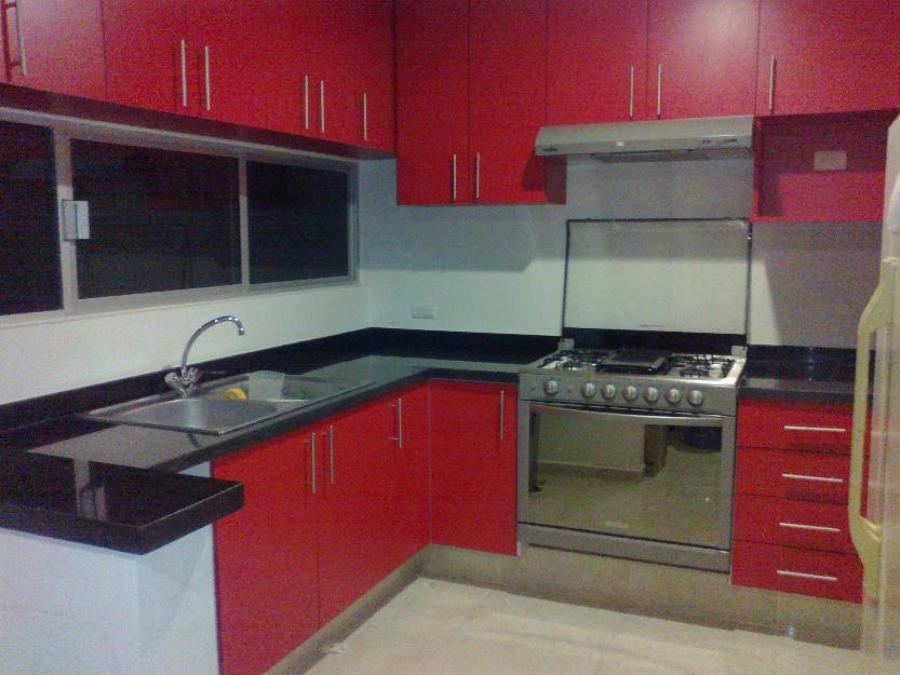 Foto cocina roja terminado semimate de cocinas y closets for Quiero ver cocinas integrales
