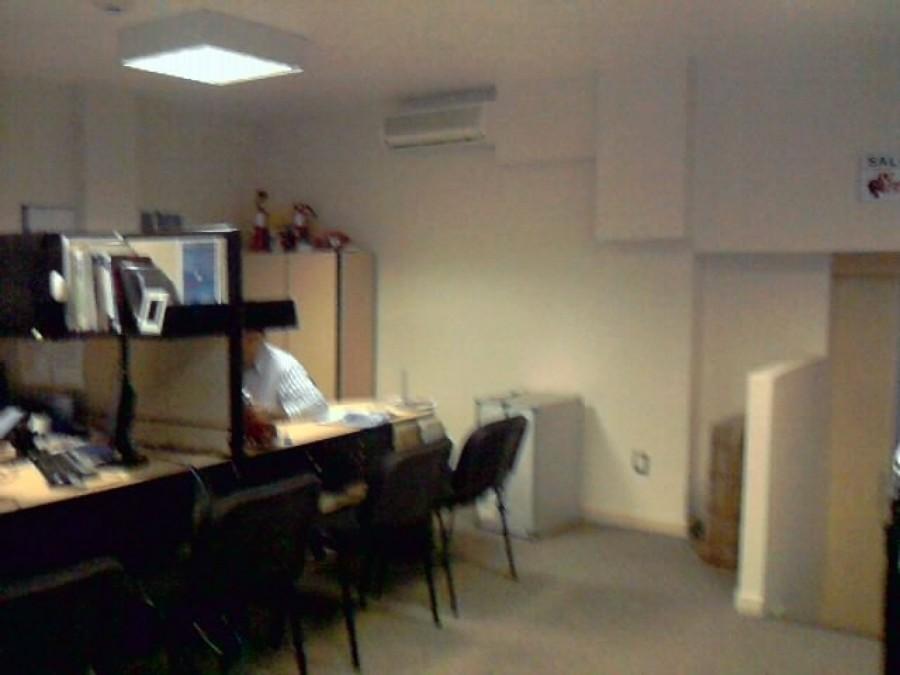 Foto colocaci n de lamparas en oficinas y pintura de for Lamparas de oficina