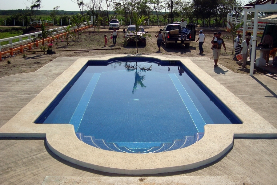 Foto construcci n de alberca de campo de construservicios for Construccion de albercas en mexico