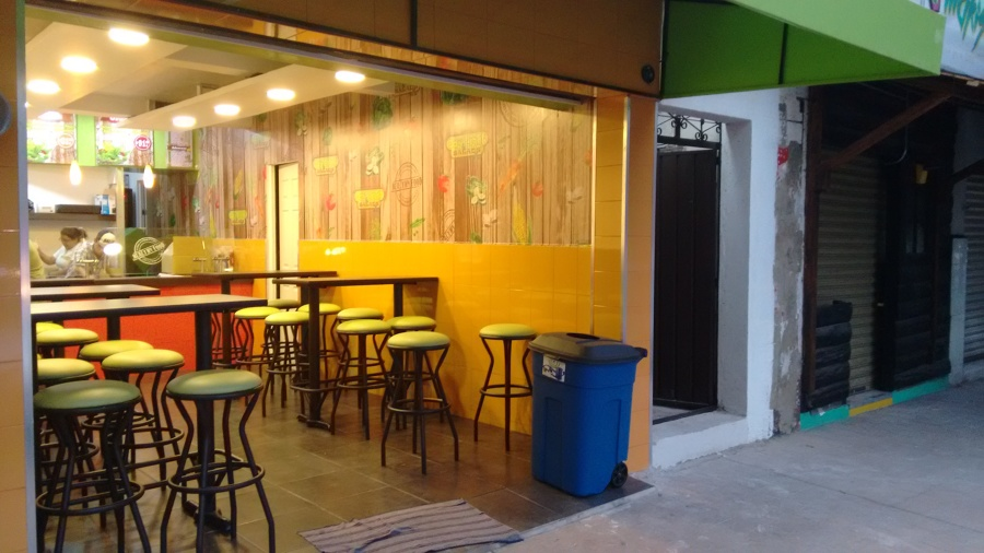 "Local de Fast Food ""Day Light Salads"""