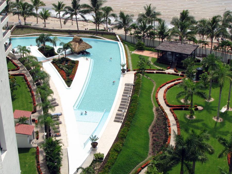 Foto construccion de piscina para condo molino de agua en for Construccion de piscinas en mexico
