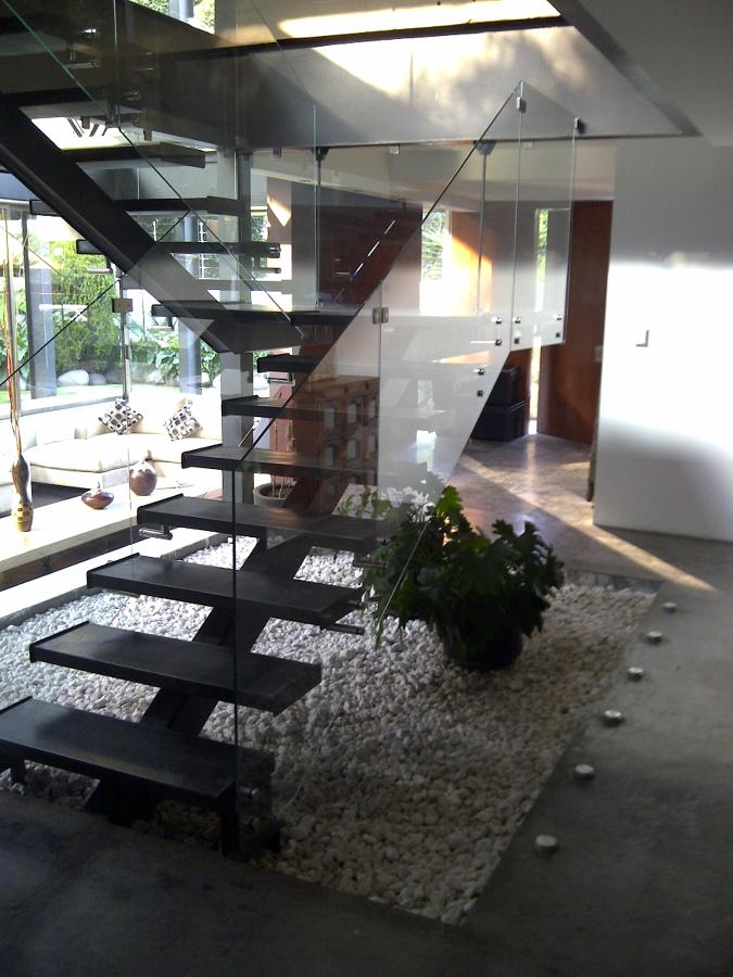 Diseño e Instalación de Barandal de Cristal Flotado