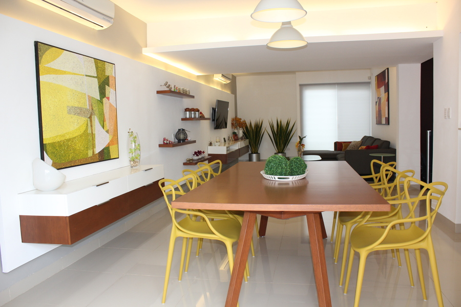 Foto dise o interior sala comedor de proyecto 7 56331 for Colores para comedores pequenos