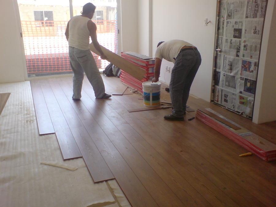 Foto colocacion piso laminado de dise o a 235354 - Colocacion suelos laminados ...
