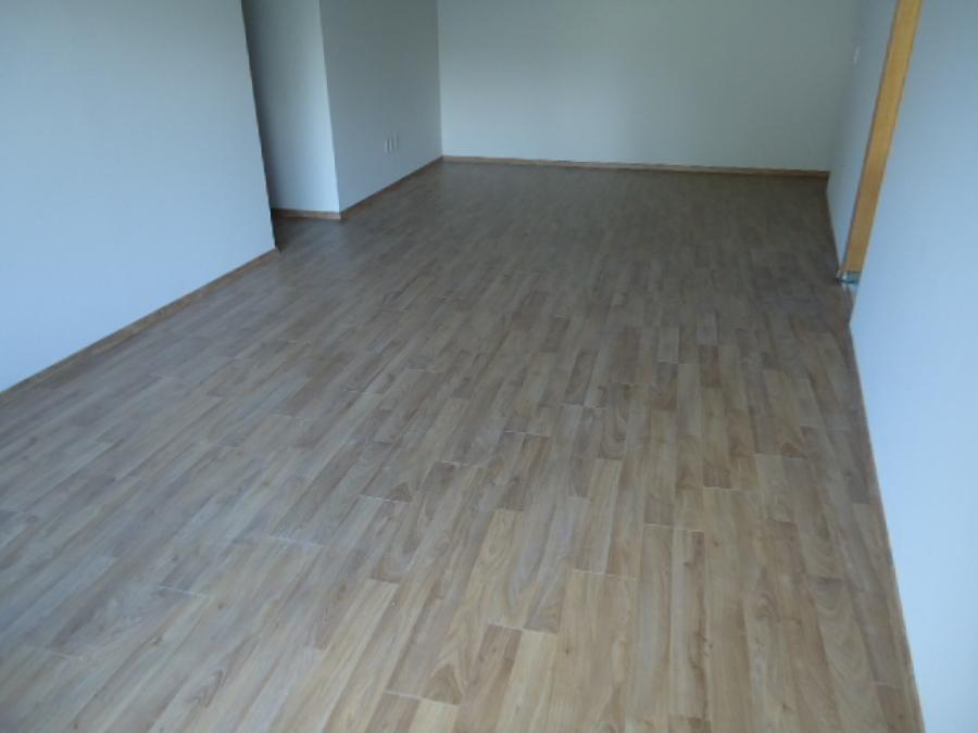 Foto pisos laminados de i e home solution 126843 for Pisos laminados homecenter