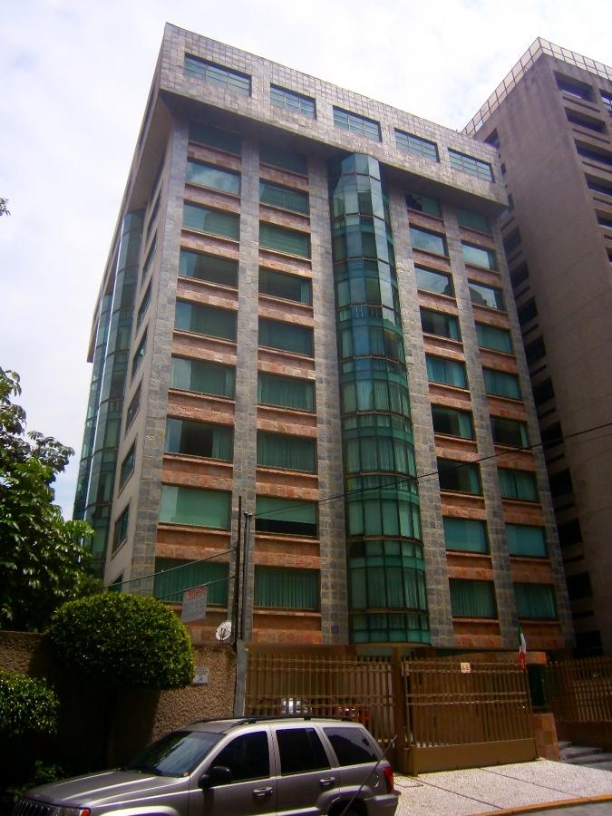 Foto edificio departamental de dayan arquitectos 19013 for Edificios minimalistas fotos