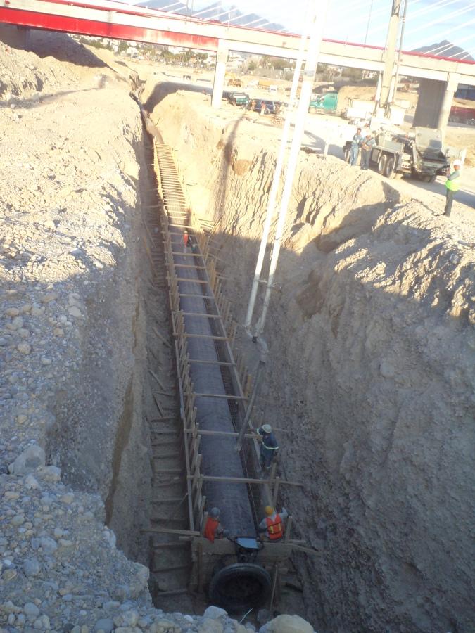Foto Encofrado De Tuberia En Rio Santa Catarina De Lyn Construcciones Y Proyectos 58499