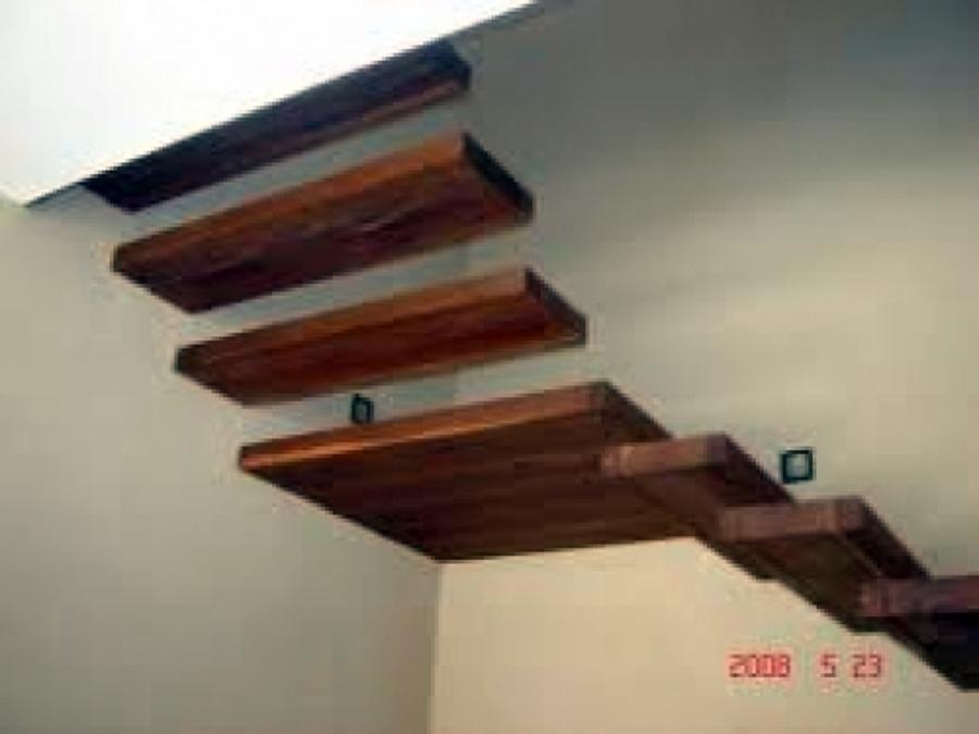 Foto escalera de madera de star solar solutions sa de cv for Escalera de electricista