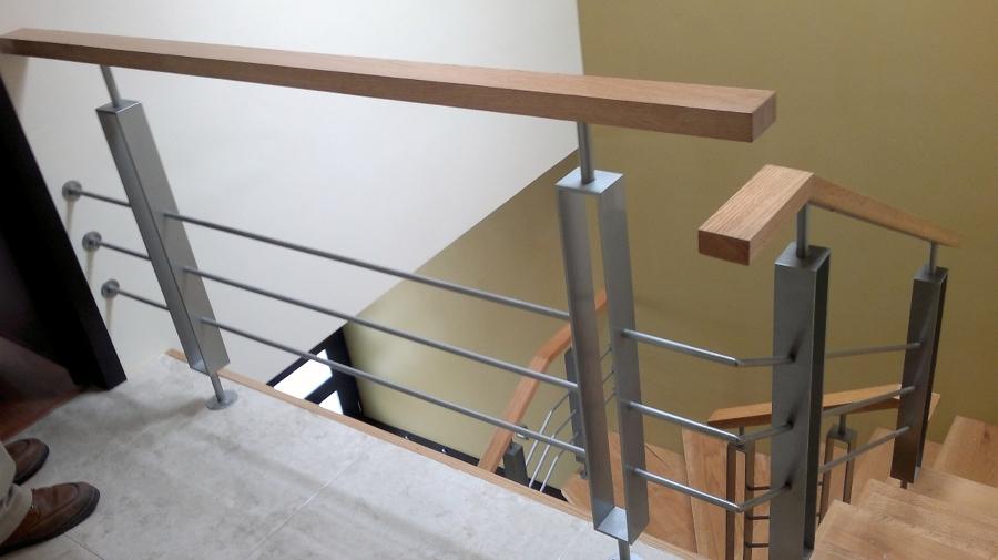 Foto escalera en madera y aluminio de lopez flores victor for La casa de las escaleras de aluminio
