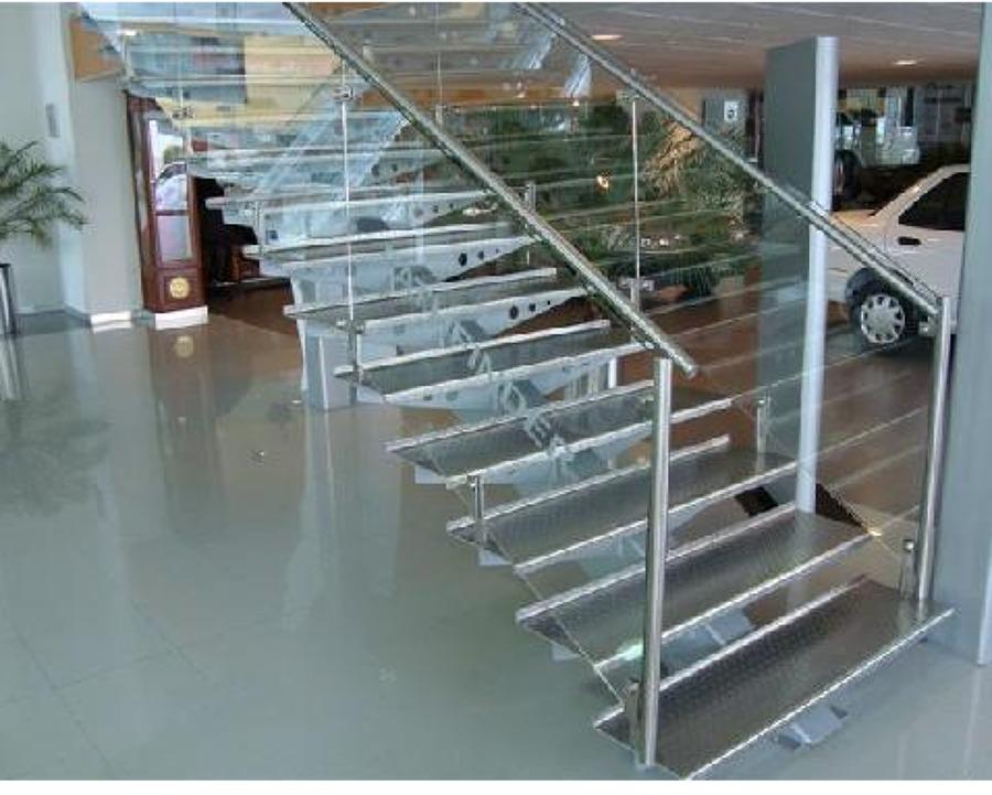 foto escaleras aluminio antiderrapante de