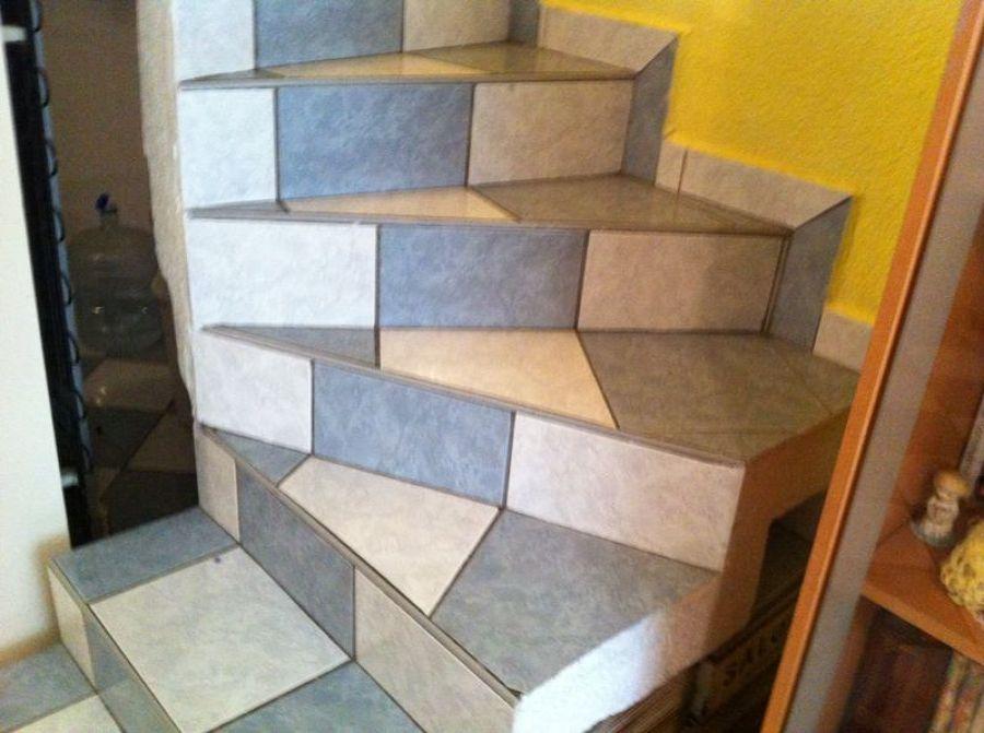 Foto escaleras de concreto de mantenimiento y servicios for Construccion de escaleras de cemento