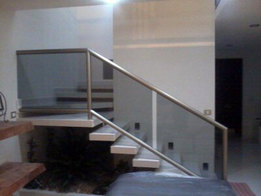 Foto escaleras flotantes de servicios integrales en for Construccion de escaleras de cemento