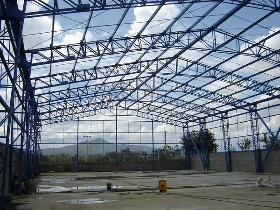 Foto estructura en dos agua de talleres gutierrez 62032 for Estructuras de hierro para casas
