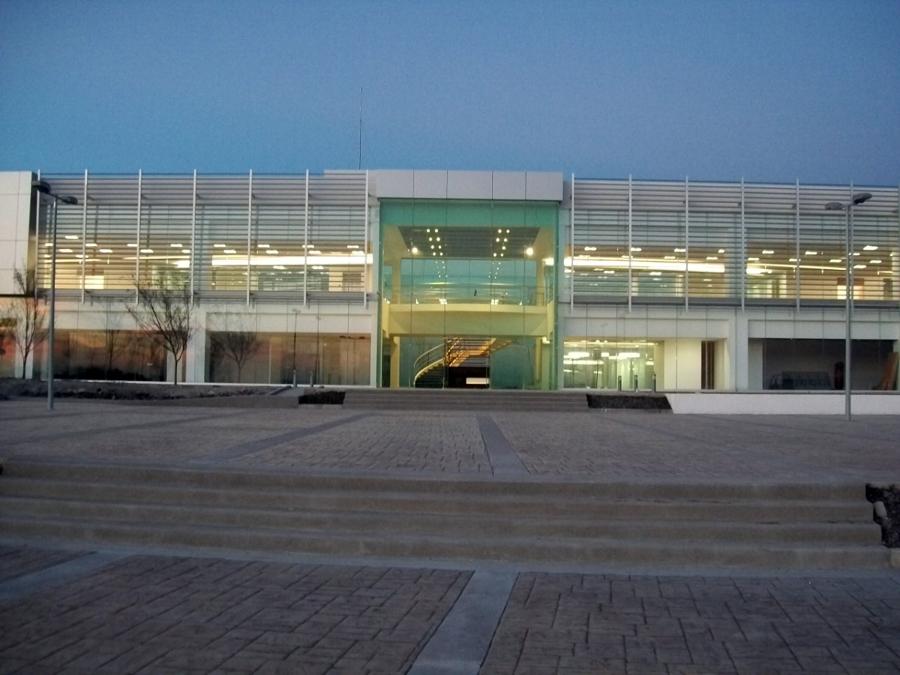 Foto fachada de edificio de oficinas de s r arte y for Fachadas para oficinas
