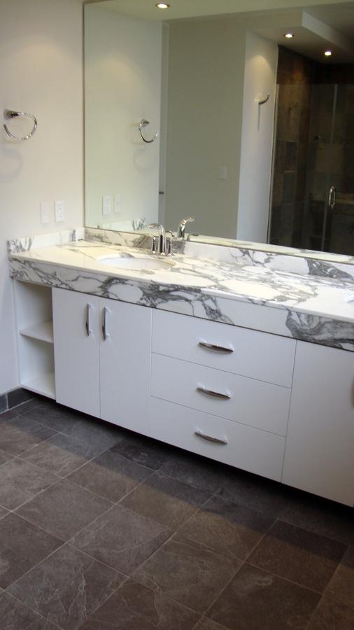 Gabinetes Para Baño Cali: de marmol bco Arabezco con acc Cromo pulido kohler Piso de pizarra