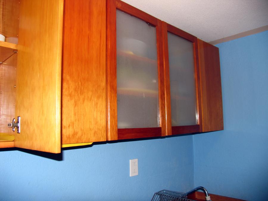 Foto gabinetes de madera y cristal esmerilado de joran - Transferir fotos a madera ...