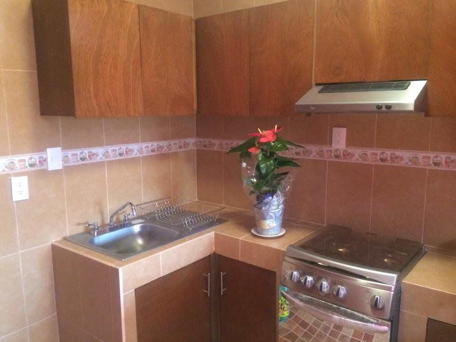 Foto cocina de tablaroca cl acabados en loseta cer mica for Loseta para cocina