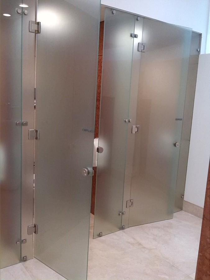Foto puerta para ba o de cristal templado satinado de for Puertas de cristal templado