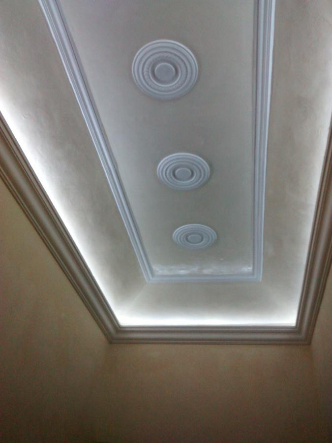 Foto moldura colocada para luz indirecta de molduras de - Cornisas para luz indirecta ...