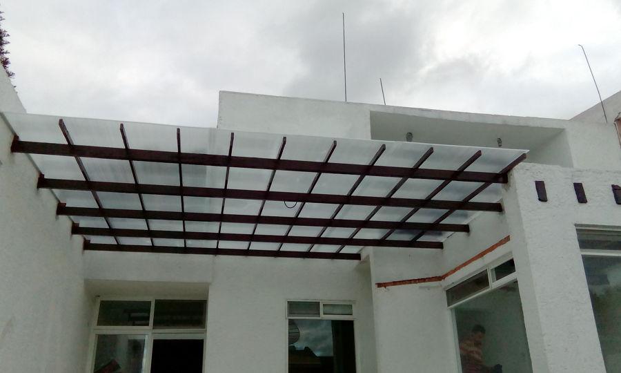 Foto techo a base de herreria y policarbonato de nivo for Techo policarbonato transparente