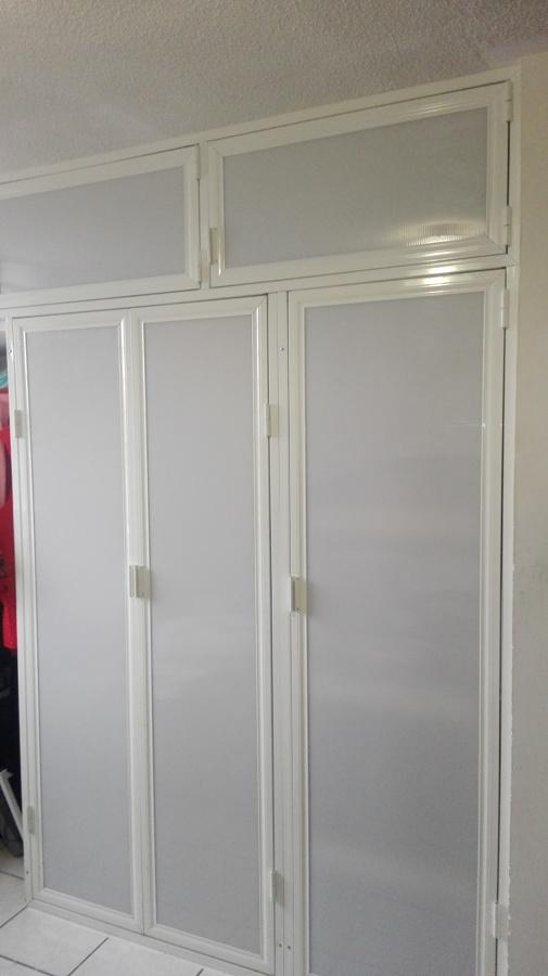 Foto closet de aluminio y tablaroca de bereli dise o en for Closet de tablaroca modernos